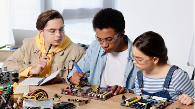 【2021年度未踏ジュニア】 独創的アイデアと卓越した技術を持つ 小中高生クリエータ支援プログラム